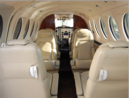 Beechcraft_King_Air_200_05.jpg
